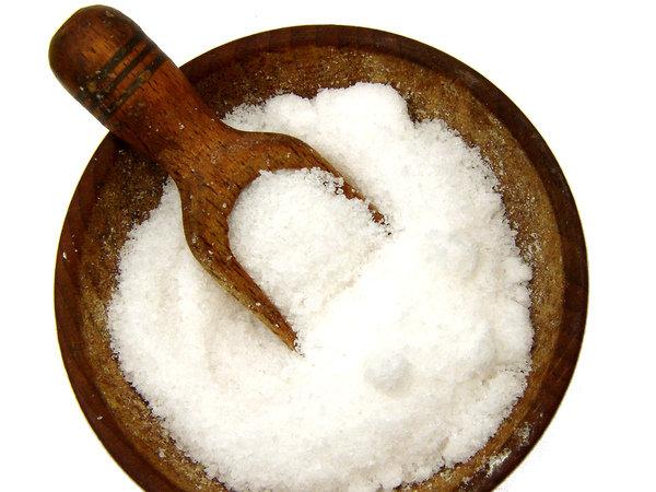 płukanki z soli pomogą na bolące gardło