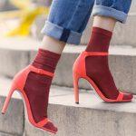 Trend alarm: skarpetki do sandałów