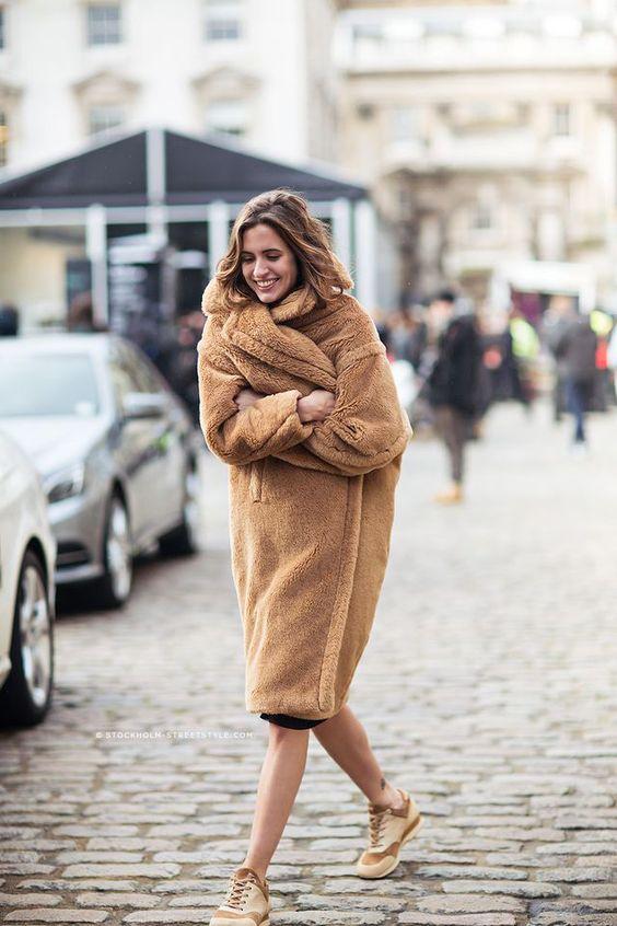 brązowy płaszcz pluszowy