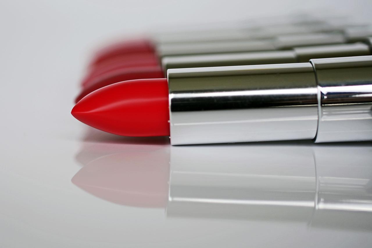 modne czerwone usta