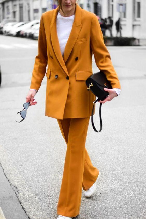 żółty garnitur damski