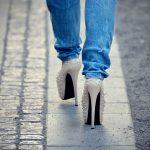 Chodzenie w szpilkach groźne dla zdrowia!