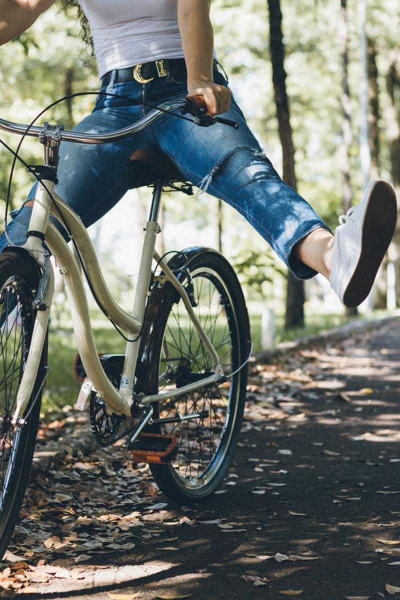 zdrowy styl życia obejmuje regularny ruch