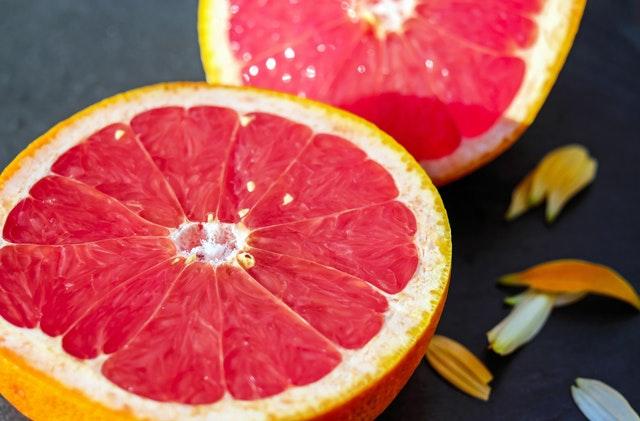 Grejpfrut - źródło witaminy C, błonnika, przeciwutlrniaczy